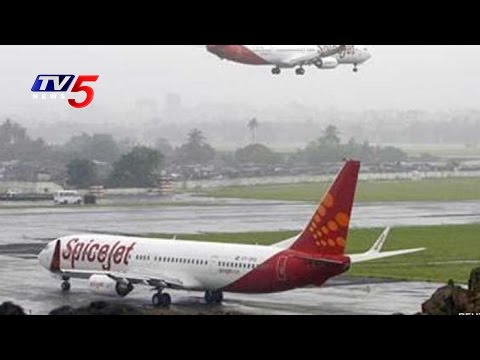 SpicJet Flight Delay   Passengers Fires On SpiceJet Management   Hyderabad   TV5 News
