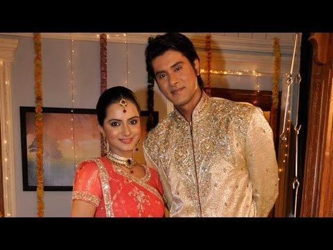 Watch PHOTO PLAY: Engagement Episode Of Sahara's Niyati