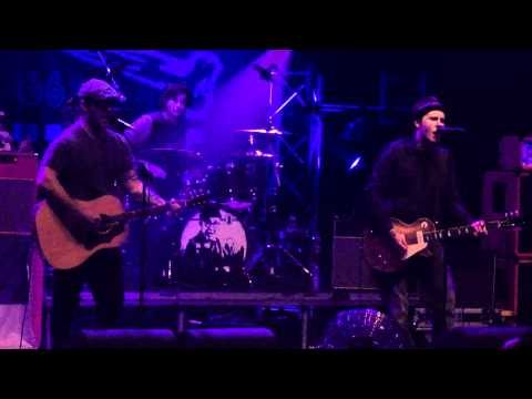 Gaslight Anthem &amp; Chuck Ragan - Goodnight Irene | live @ 013 Tilburg | 12-11-2010 (5/5)