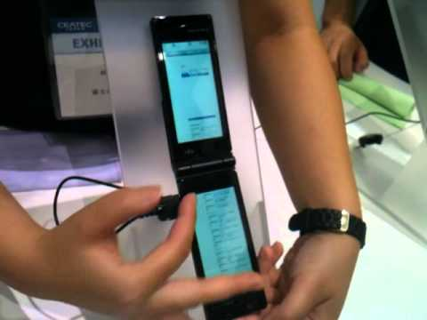[CEATEC 2010 Video] Fujitsu, Introduce Dual-TouchScreen Mobile Phone