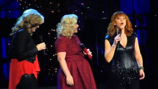 Kelly Clarkson Trisha Yearwood And Reba Silent Night Nashville Dec 20 2014