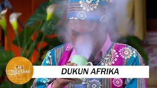 Kelakuan Dukun Afrika Ngusir Roh Jahat yang Kocak
