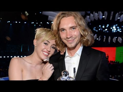 Who Is the Homeless Man Who Accepted Miley's VMA?