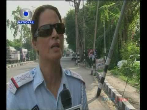 Jammu Women Traffic Cops Kashmir-Nama.wmv