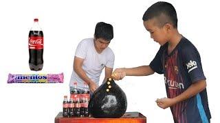 Thả 100 Viên Mentos Vào Bóng Bay Coca Cola Khổng Lồ Và Phản Ửng Cười Đau Bụng | TQ97
