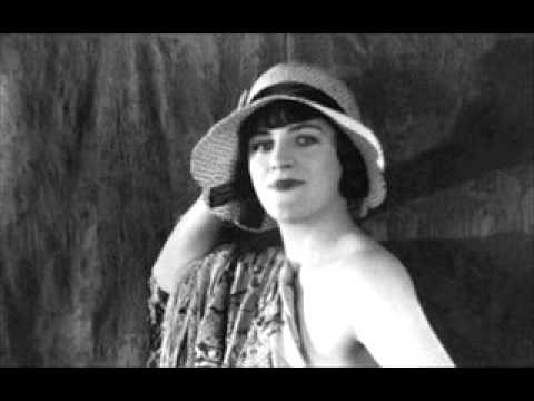 Gracie Fields - Singing In The Bathtub 1929