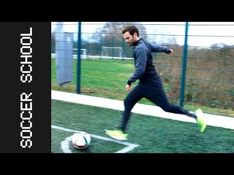 HOW TO CORNER KICK - TIPS AND TRICKS  | Juan Mata