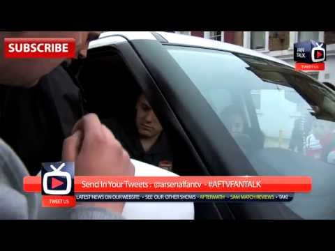 Jack Wilshere causes a traffic jam to sign autographs for the fans - ArsenalFanTV.com