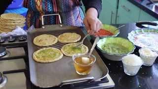 Deliciosas picaditas con salsa verde y roja - La receta de la abuelita