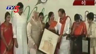 PM Narendra Modi Participates in Ugadi Celebrations at Venakaiah Naidu Residence | Delhi