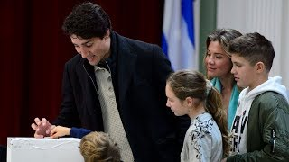 Liberal Leader Justin Trudeau wraps up campaign in Montreal