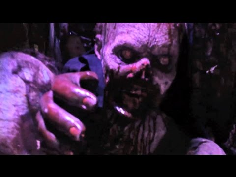 The Walking Dead haunted house preview at Halloween Horror Nights 2014, Universal Studios Hollywood