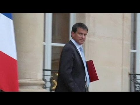 New French government due as Hollande looks to save presidency