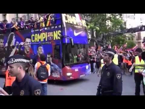 Parade Piala Champions Barcelona Newymar Messi Suarez Makan Burger Fans