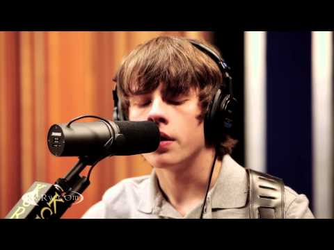"Jake Bugg performing ""Broken"" Live on KCRW"