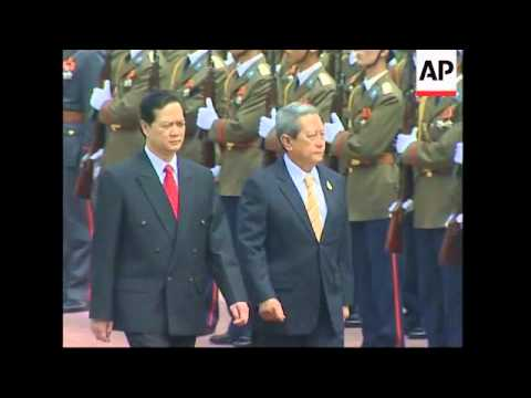 Thai PM in Hanoi as part of regional tour
