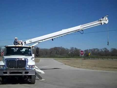 (Stock # 9297) - 2006 International 7400 - Altec D3060-TR.Digger Derrick Truck