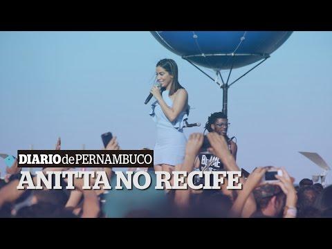 Anitta faz show surpresa no Recife   Anitta makes surprise show in Recife