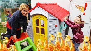 The FLOOR is LAVA ! Family fun kid video, Öykü and Aunt - Oyuncak Avı