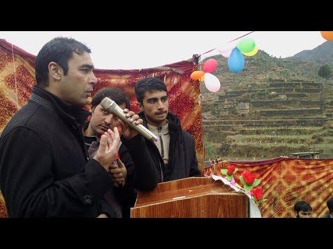 پاکستان پیپلز پارٹی کے رہنما سماجی شخصیت مختیار رضا خان سوات ماڈل سکول چرخئی میں بچوں اور والدین سے خطاب کر رہے ہیں
