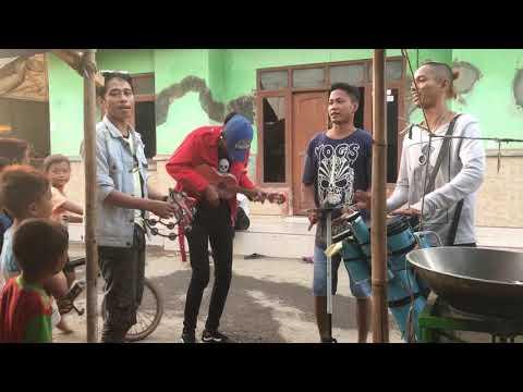 Download Lagu  Lagi Syantik Versi Pengamen Jalalanan Dari Cirebon Mp3 Free