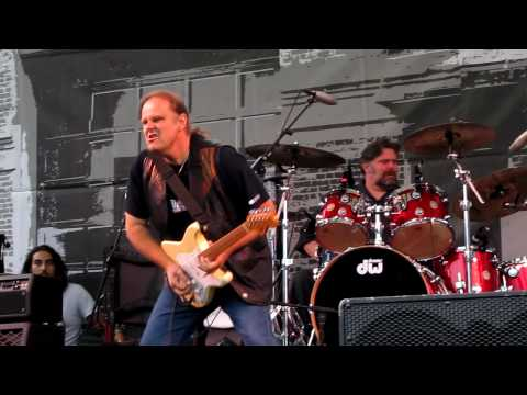Walter Trout - Help Me [Portland Waterfront Blues Festival 2010]