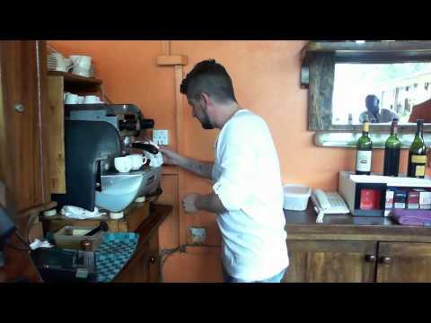 Un café con Adrián Fernández en Kampala (Uganda)