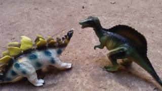 Hungry Dinosaur Fight Battle Over Food. Dinosaur Eats Popcorn