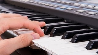 How to Play a Bass Line While Comping   Keyboard Lessons