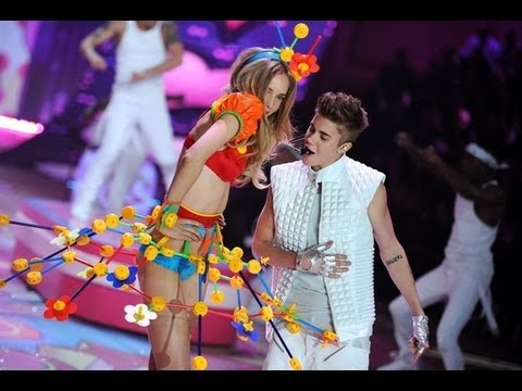 Victoria Secret 2012: Justin Bieber - Beauty and a Beat/ As long as you love me LIVE/HD Music Videos