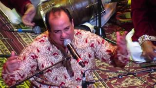Rahat Fateh Ali Khan singing Dagabaaz Re Live (Dabangg 2)