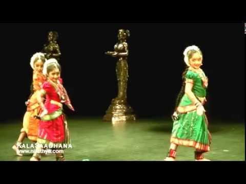 Cute Little Papa Dance Chinnanj Chiru Pen Pola... Awwwww