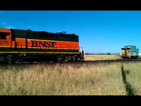 BNSF GP-39M Switching at Finley WA - June 2011