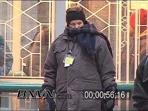12/9/2005 Video of very cold looking people in Minneapolis, MN