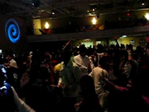 Khaike Paan Banaraswala - Don -- Live Indian Bollywood and Garba...