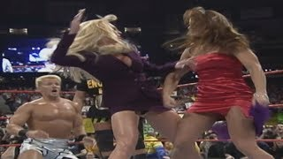 Ivory and Debra catfight - 02/13/1999
