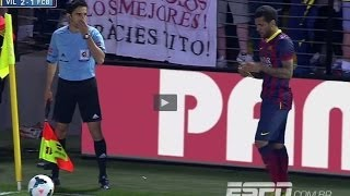 Dani Alves eats banana thrown from public | Villarreal vs Barcelona 2-3 | 2014