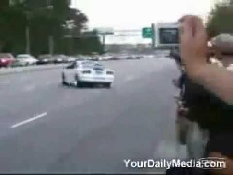 Slupao auto na otvorenom putu