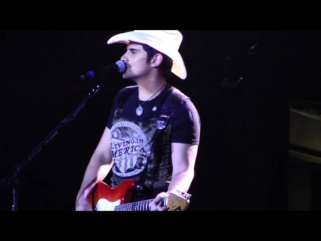 Brad Paisley Live At The 02 Arena She&#039;s Everything To Me