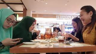 Mely mau curhat?!.. | lunch with geng makan | review make over lip cream