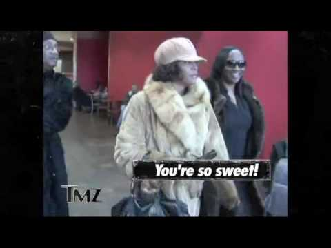 Whitney Houston - New York Airport (12/7/09)