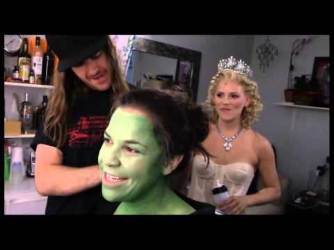 Fly Girl: Backstage At wicked With Lindsay Mendez, Episode 1: 'greenifying' With The Fam video