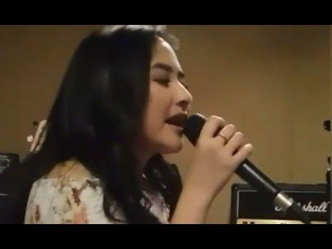 [Merdu bgt] Tes vocal Prilly nyanyi Laskar Pelangi untuk acara Jambore anak juli 2017