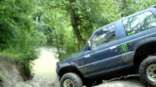 Mitsubishi Pajero - Steep Drop And Deep Water/Mud Cross - Fourmarks