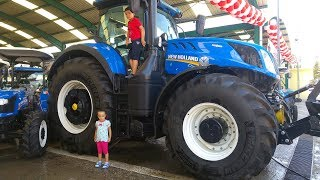 Dev traktör ve minik traktörlerin bulunduğu festival alanını gezdik. Sarımsak Festivali