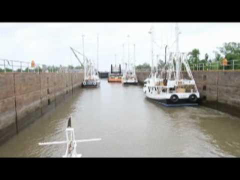 Shrimpers continue toward oil spill