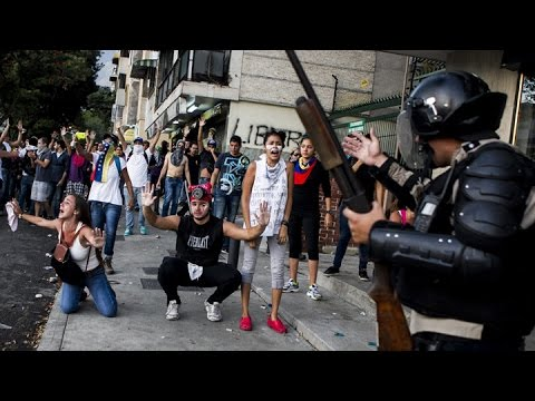 SHTF: STARVING PEOPLE IN VENEZUELA BREAK INTO A ZOO TO KILL AND EAT THE ANIMALS. #1