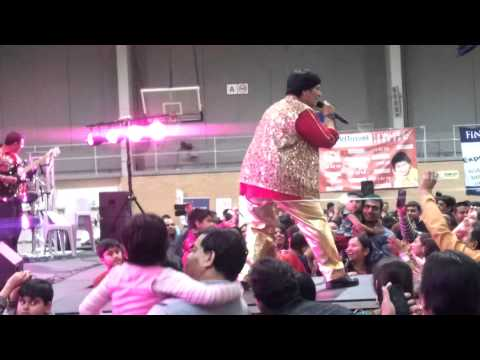 Falguni Pathak singing pardasia at Sydney 2013.mp4