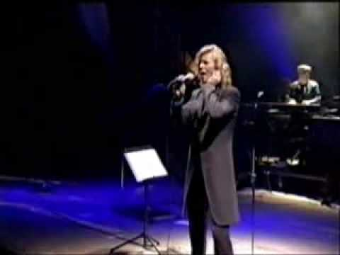 David Bowie - Life On Mars Glatonsburry 2000