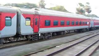 Indian Railways..Parallel action between Mumbai Rajdhani & BDTS-Jaipur express